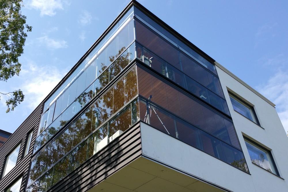 Un balcon vêtu de verre
