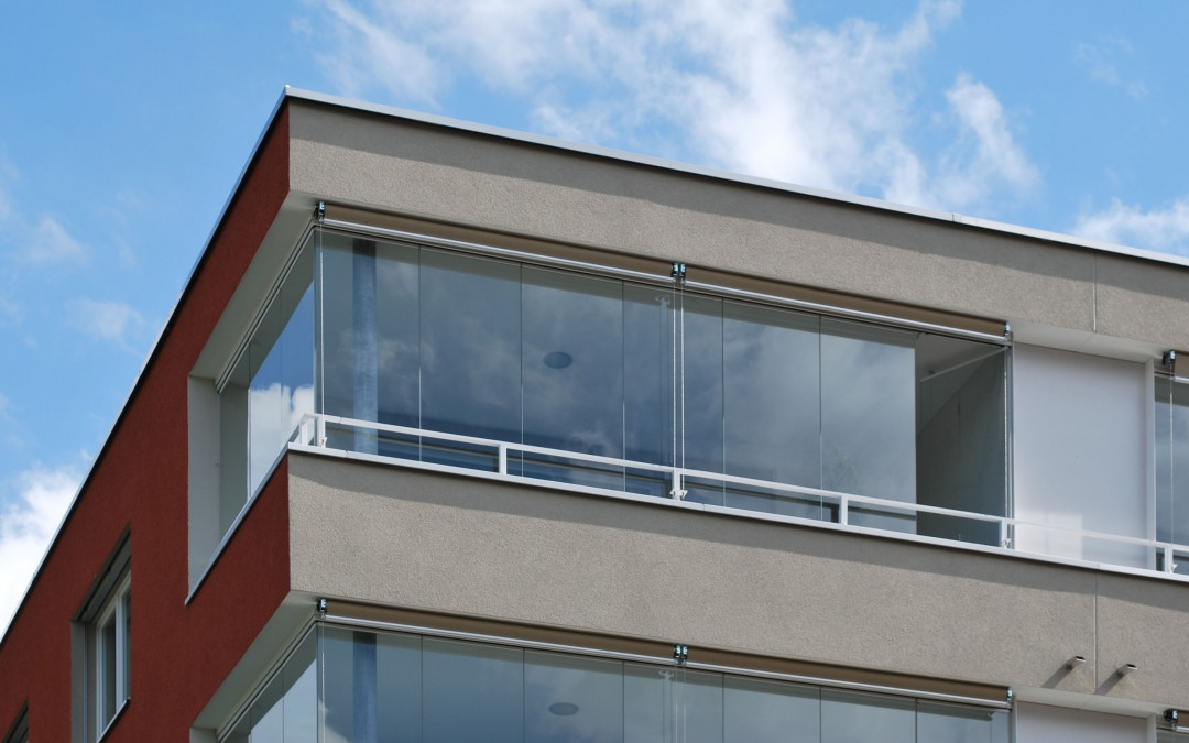 La fermeture de balcon tout en verre