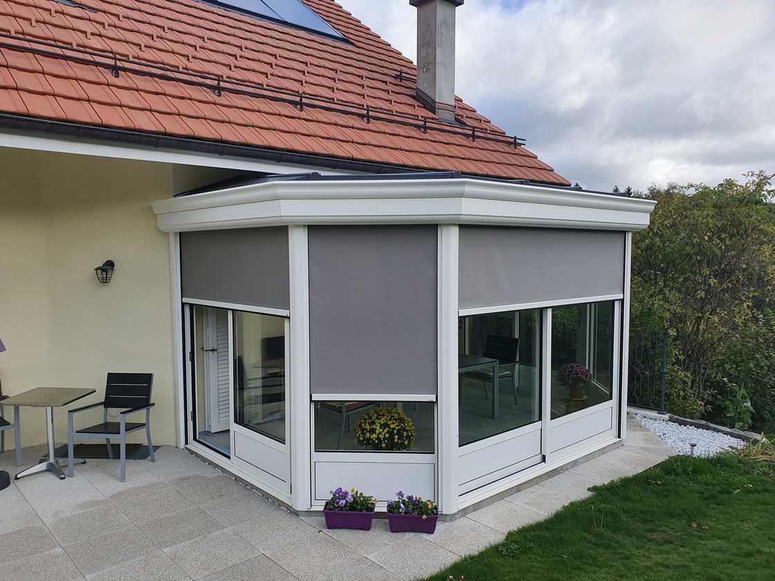 Véranda avec stores intégrés – canton de Vaud
