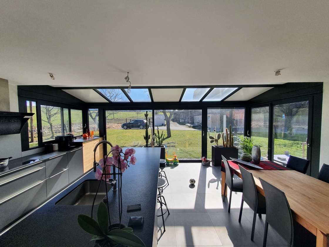 Véranda extension en Suisse romande – vue intérieure