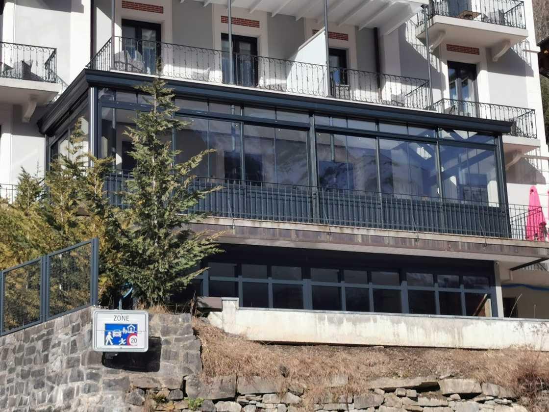 Véranda – fermeture de terrasse dans le Valais