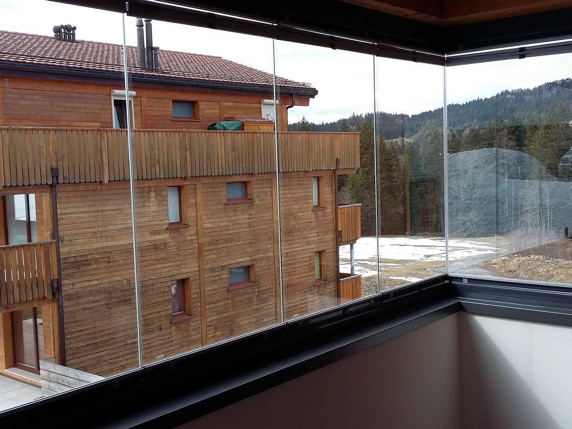 Fermeture de balcon tout verre aux Paccots