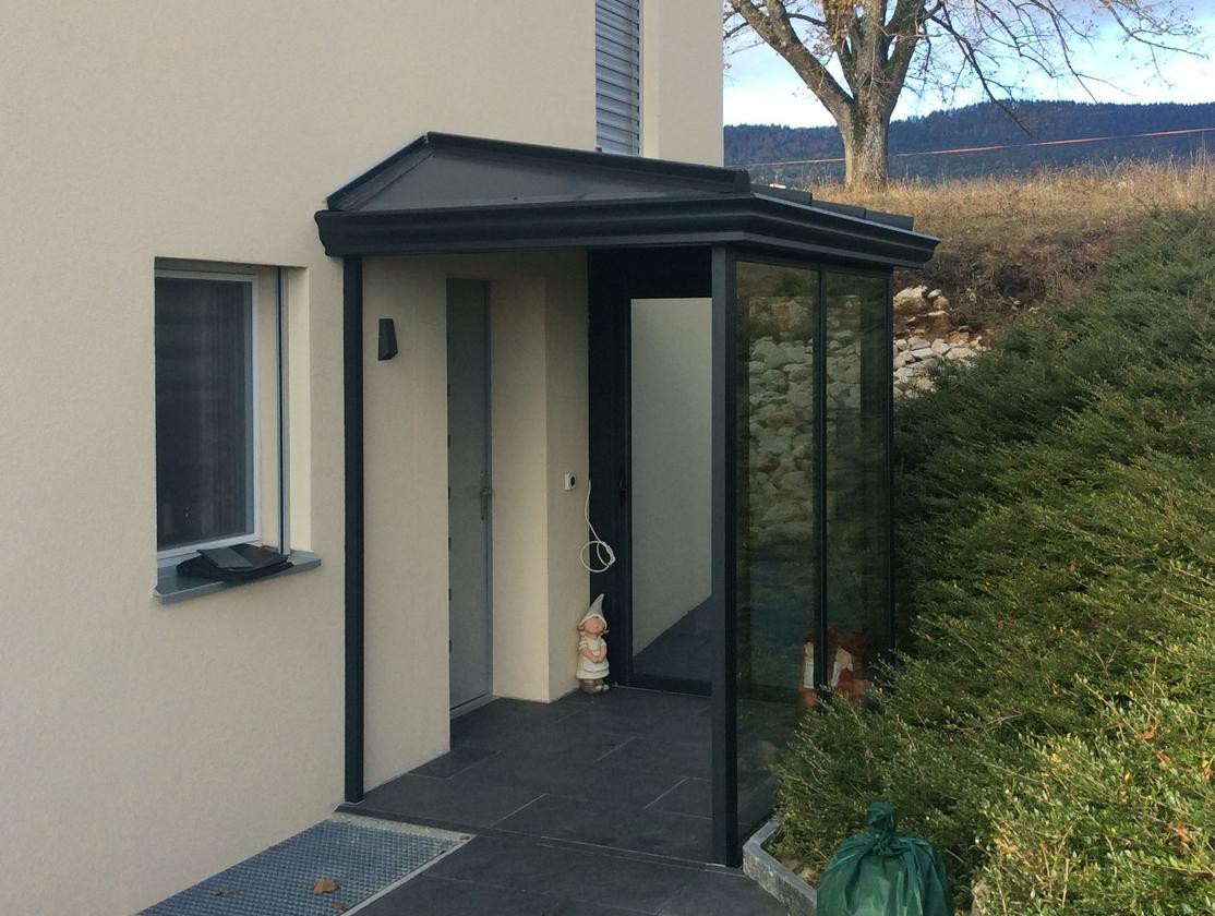 Sas d'entrée gris anthracite – canton de Vaud